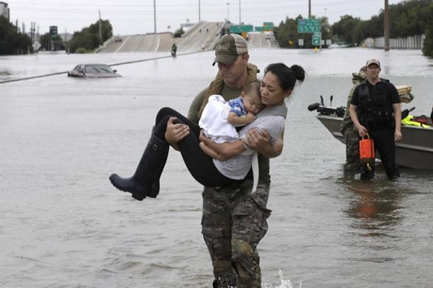 Orë policore për parandalimin e plaçkitjeve pas vërshimeve në Harvey