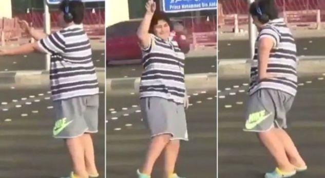 """Arrestohet pasi vallëzoj në rrugë me këngën """"Makarena"""""""