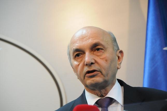 Mustafa në Durrës ngre shqetësimin e Kosovës ndaj Serbisë e Bosnjës