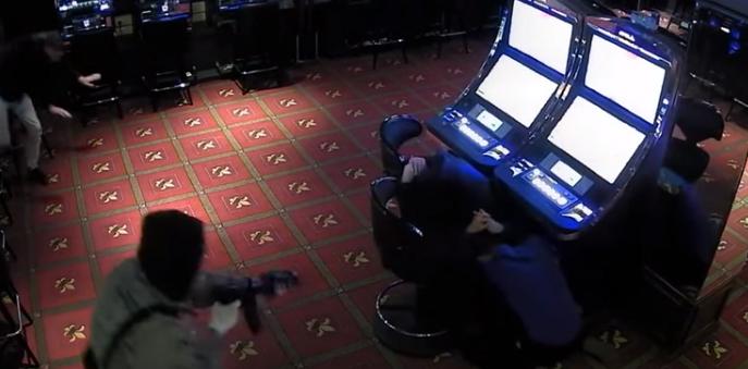 Vjedh me armë kazinonë, arrestohet 48-vjeçari