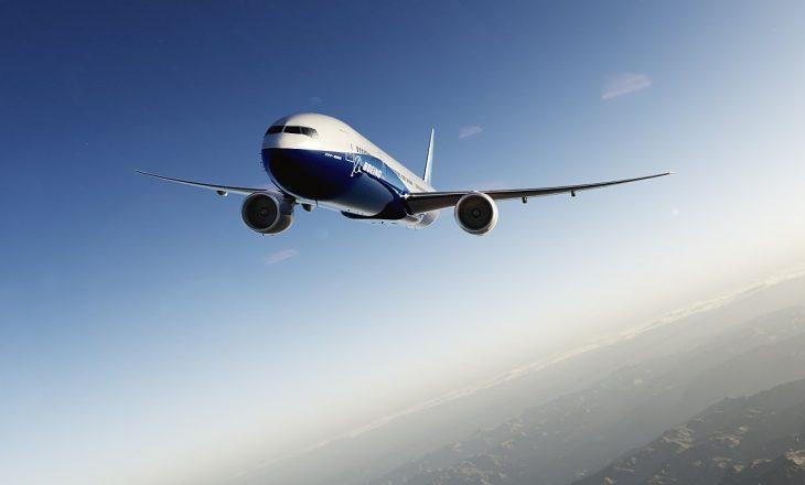 Avioni dështon në ulje për shkak të erës së fortë [Video]