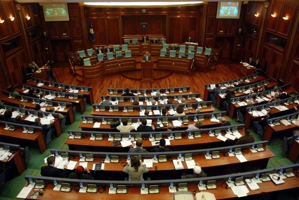 Ish-deputetët që nuk marrin pagë nga buxheti i shtetit do të paguhen edhe për një vit