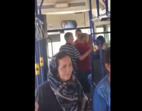 Pavarësisht premtimit për udhëtim falas, pensionistët nxirren me dhunë nga autobusi (Video)