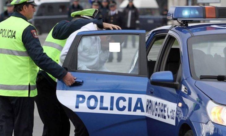 Skandali i kosovarit në Durrës – dyshohet se vodhi dy pasaporta