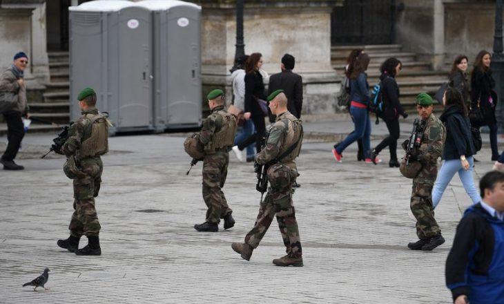 Gjashtë ushtarë francezë plagosen pasi u goditën me automjet në Paris