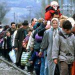 Hapet ekspozita e Fatos Lubonjës me fotografi të refugjatëve nga Kosova