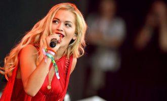 Rita mbyll vitin me këngën e re