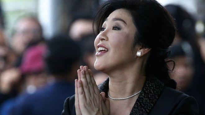 Ish-kryeministrja ikën nga vendi pak para se të dalë në gjyq