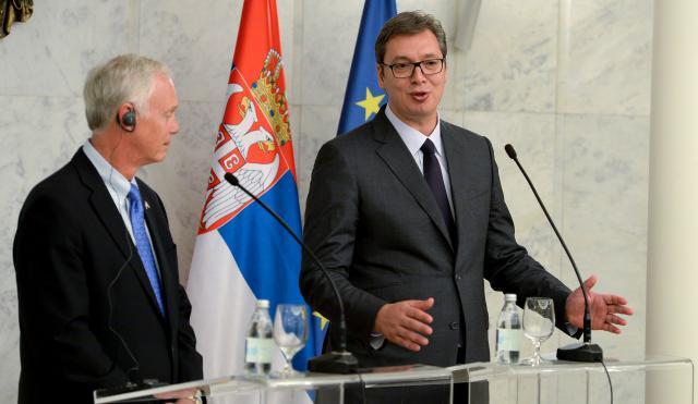 Vuçiq dhe Johnson flasin për Kosovën
