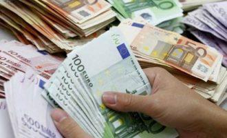 Vajza shqiptare i zhvati 33 mijë euro biznesmenit të huaj