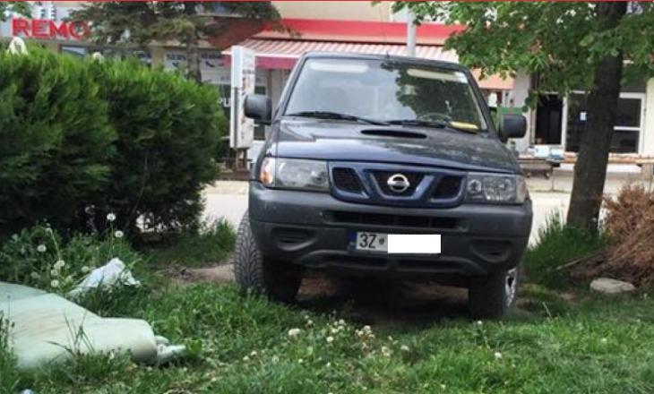 Nënkryetari i Komunës aksidenton dy vajza me veturë zyrtare – Policia nuk raporton