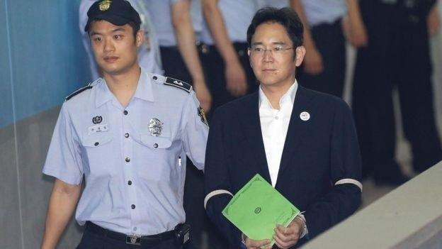 Pronari i Samsungut Lee Jae-yong përballet me akuzat për ryshfet