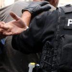 Sulmohen policët që po kërkonin armë