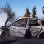 Vetura përfshihet nga zjarri në mes të rrugës