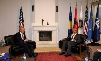 Ambasada Amerikane mbështetë marrëveshjen të cilën e ka kundërshtuar kryeministri