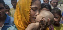 Nëna në krahët e saj vajton foshnjën e saj të vdekur