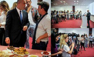 Qebapa, mantia dhe një kërkim falje: Takimi i kryeministrit me gazetarët