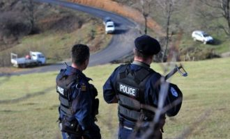Policia jep detaje për sulmin ndaj zyrtarëve të saj në Veri