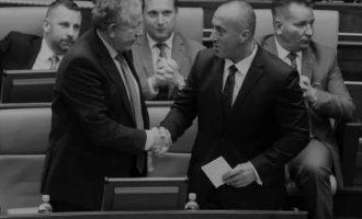 Qeveria e re e Kosovës: Njëri dyshohet se erdhi në pushtet pasi mbeti pa para, tjetrit i pëlqen një autokrat