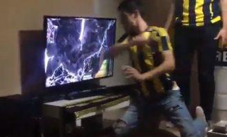 Tifozi thyen televizorin gjatë derbit të Stambollit, futbollisti i Fenerbahçes ka një premtim për të
