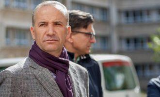 """Selim Pacolli në rolin e """"gazetarit"""" pyet qytetarët për kërkesat e tyre (Video)"""