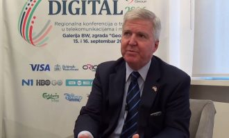 Ambasadori i SHBA-së në Beograd thumbon politikanët serbë për kryerjen e krimeve në Kosovë