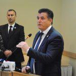 Agim Bahtiri shan dhe kërcënon gazetarin