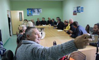 Haziri viziton Handikos, Shoqatën e të Verbërve dhe Shurmemecëve