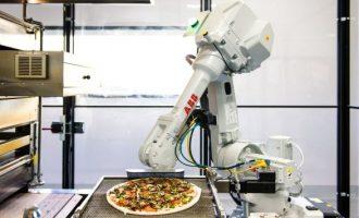 Robotët që përgatisin pica
