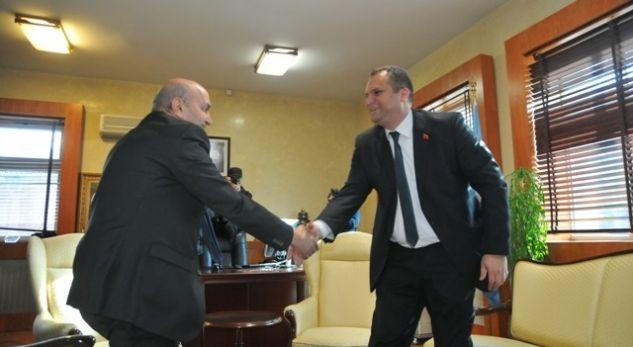 Mustafa ia ofron një punë Shpend Ahmetit