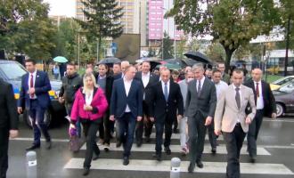 """Vllahiu takon banorët e lagjes """"Ramiz Sadiku"""" në kryeqytet, u premton zgjidhje"""