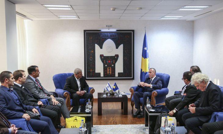 Kryeministri Haradinaj takohet me biznesmen izraelitë