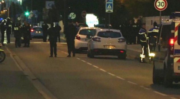 Makina shtyp tre studentë në Francë