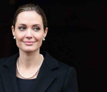 Jolie thotë se hyri në aktrim për borxhin e nënës
