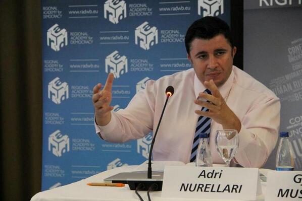 Këshilltari i Kadri Veselit paraqitet si ekspert i medieve