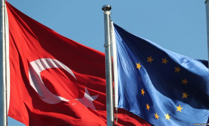 BE: Shkurtime buxhetore për Turqinë