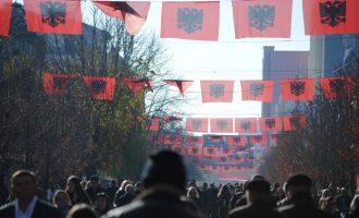 Prishtina stoliset me flamuj kombëtar