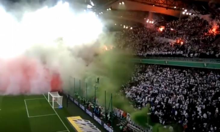 Tifozët e Legias djegin stadiumin, futbollisti shqiptar në fushë [Video]
