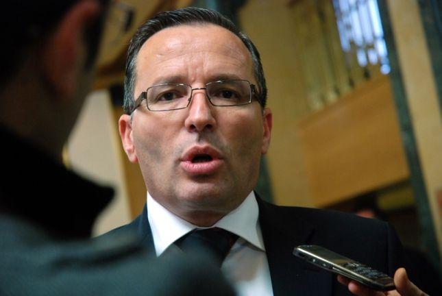Ministri i Financave: Nga 1 janari do të ketë rritje të pagave