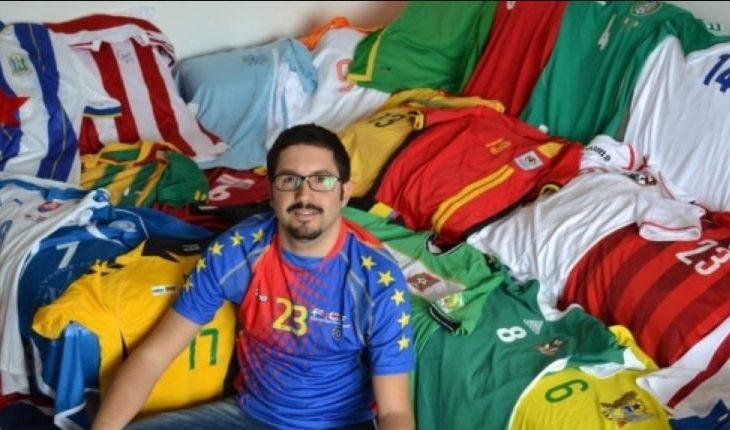Italiani që mban në shtëpi fanellat e 211 kombëtareve, përfshirë të Kosovës
