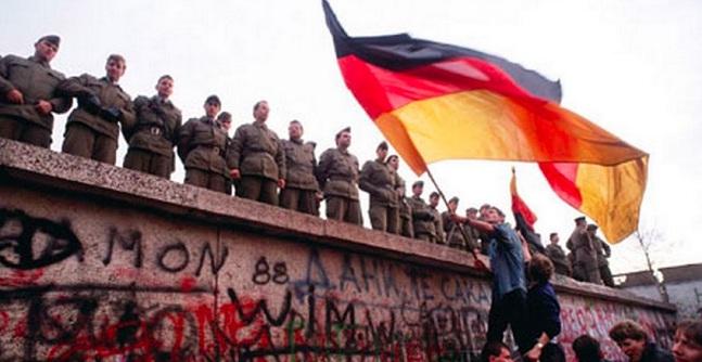 Tri dekadat e Murit që ndau botën