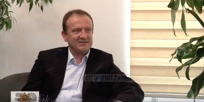 Kryetari i Gostivarit e ka të vështirë të përgjigjet në pyetjet e gazetares