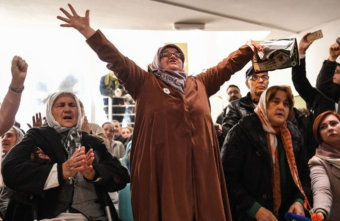 Dënimit të Mlladiqit i gëzohen gratë e Srebrenicës