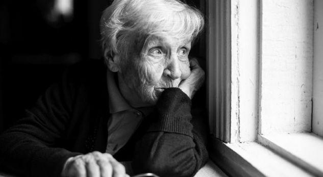 Historia e plakës që burri e kishte lënë para spitalit, dhe ajo është zhdukur për 40 vite