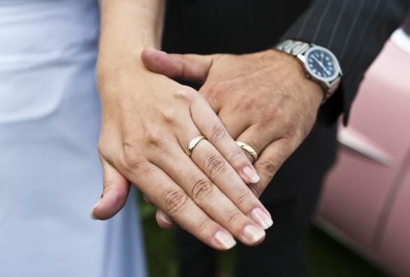 Romja 16 vjeçare ikën nga shtëpia dhe martohet