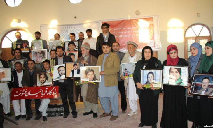 Militantët e bashkuar kundër armikut të përbashkët: gazetarëve