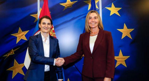 Mogherini flet për marrëveshjen me të cilën Serbia obligohet t'i rregullojë raportet me Kosovën