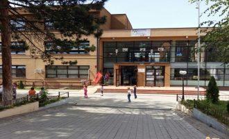Drejtoresha e shkollës akuzohet për falsifikim të dokumentit zyrtar