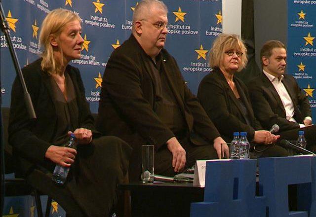 Opozita e Serbisë nuk ftohet në dialogun për Kosovën