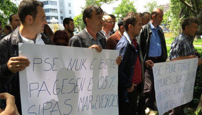 Protestojnë punëtorët teknikë të disa shkollave në Prishtinë